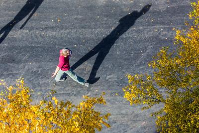 Associate professor David Maxwell strolls across campus on a September afternoon.  Filename: LIF-14-4303-151.jpg