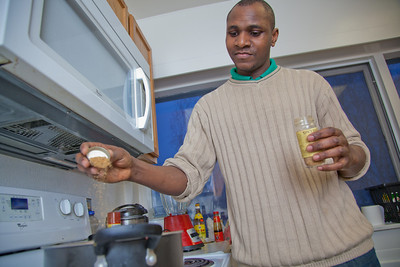 Peter Ikewun, a petroleum engineeering graduate student from Nigeria, prepares a traditional African soup in his communal Wickersham Hall kitchen.  Filename: LIF-12-3268-028.jpg