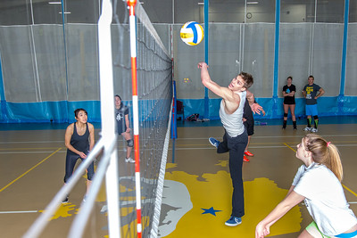 Intramural volleyball action on a Tuesday night at the Student Recreation Center.  Filename: LIF-14-4111-240.jpg