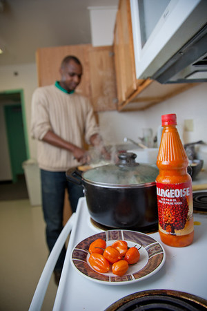 Peter Ikewun, a petroleum engineeering graduate student from Nigeria, prepares a traditional African soup in his communal Wickersham Hall kitchen.  Filename: LIF-12-3268-069.jpg
