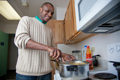 Peter Ikewun, a petroleum engineeering graduate student from Nigeria, prepares a traditional African soup in his communal Wickersham Hall kitchen.  Filename: LIF-12-3268-184.jpg