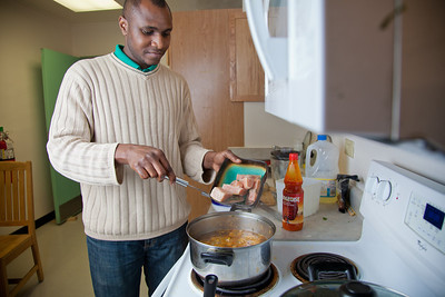 Peter Ikewun, a petroleum engineeering graduate student from Nigeria, prepares a traditional African soup in his communal Wickersham Hall kitchen.  Filename: LIF-12-3268-160.jpg