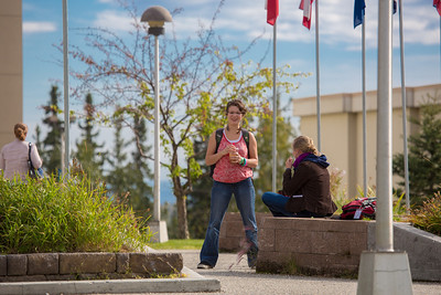 Students enjoy the nice weather on campus during the first day of classes for the fall semester.  Filename: LIF-12-3529-007.jpg