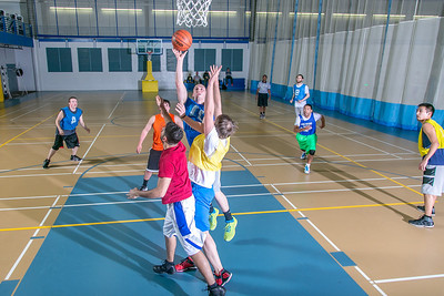 Intramural basketball action on a Tuesday night at the Student Recreation Center.  Filename: LIF-14-4111-319.jpg