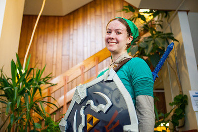 Lynea Schell dresses up as the game character Zelda on Halloween.  Filename: LIF-12-3622-11.jpg
