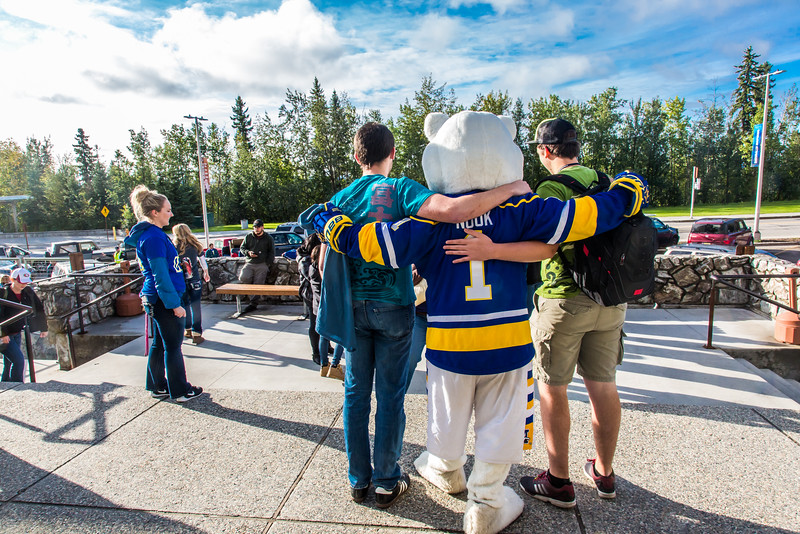 """Returning students, staff and parents all pitch in to help new arrivals move into the residence halls during Rev It Up on the Fairbanks campus at the beginning of the fall 2015 semester.  <div class=""""ss-paypal-button"""">Filename: LIF-15-4636-077.jpg</div><div class=""""ss-paypal-button-end""""></div>"""