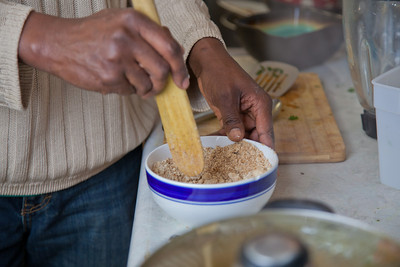 Peter Ikewun, a petroleum engineeering graduate student from Nigeria, prepares a traditional African soup in his communal Wickersham Hall kitchen.  Filename: LIF-12-3268-148.jpg