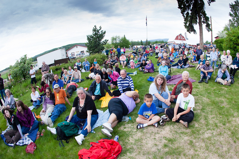 """Scores of people attend the Summer Sessions' Music inn the Garden Series at the Georgeson Botanical Garden.  <div class=""""ss-paypal-button"""">Filename: LIF-12-3426-31.jpg</div><div class=""""ss-paypal-button-end"""" style=""""""""></div>"""