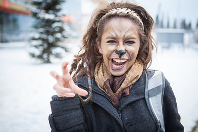 Amelia Sikes dresses up as a lioness during Halloween.  Filename: LIF-12-3622-2.jpg