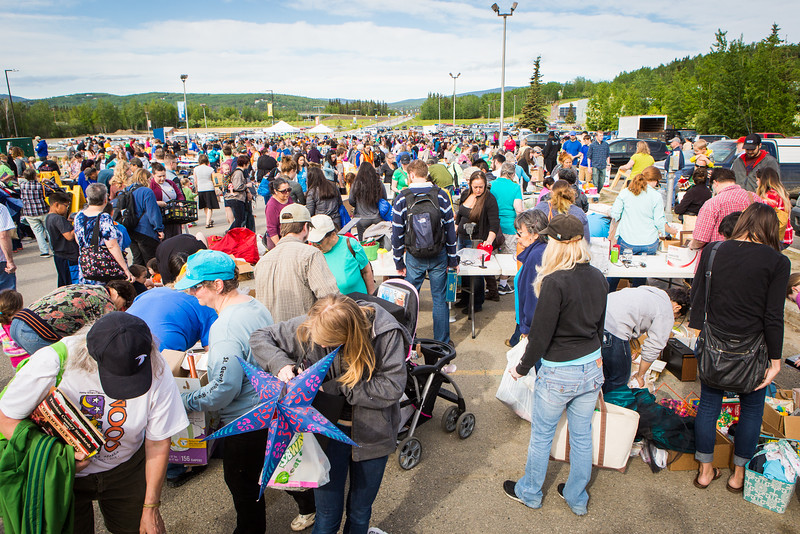 """Hundreds of participants rummage through various items during UAF's Really Free Market.  <div class=""""ss-paypal-button"""">Filename: LIF-16-4909-5.jpg</div><div class=""""ss-paypal-button-end""""></div>"""