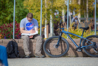 Engineering major Seth Grove enjoys the nice weather on campus during the first day of classes for the fall semester.  Filename: LIF-12-3529-068.jpg