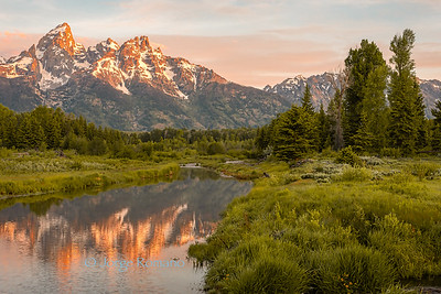 Grand Teton mountains and the Snake River at dawn in Gand Teton National Park