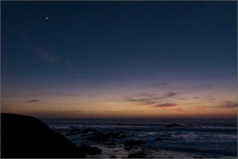 Moon, Venus, Pigeon Point Dusk  [#7DII.2016.6986]