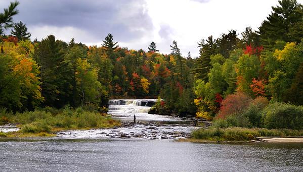 Tahquamenon Falls   Paradise, Michigan   US  - 0031