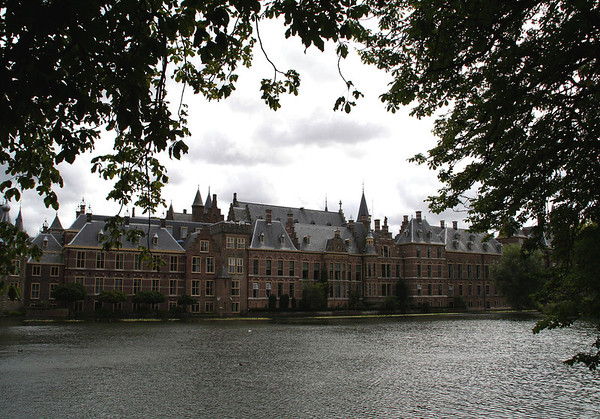 Across the Hofvijver (Court Pond) - to the Binnehof (Inner Court) - the meeting place since 1446 of the Staten-Generaal (States-General), which is the legislature of the Netherlands, consisting of the Senate and House of Representatives - here in the city of Den Haag (The Hague),