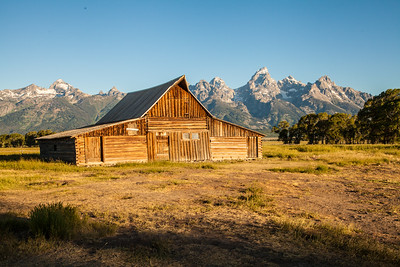 Wyoming-landscape-barn-Grand-Tetons-(c)-Bolio-Photography