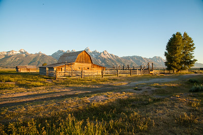 Wyoming-barn-and-split-rail-fence-in-Grand-Tetons-(c)-Bolio-Photography