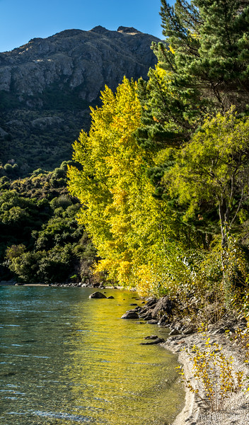 On the road to Queenstown following along the shores of Lake Wakatipu