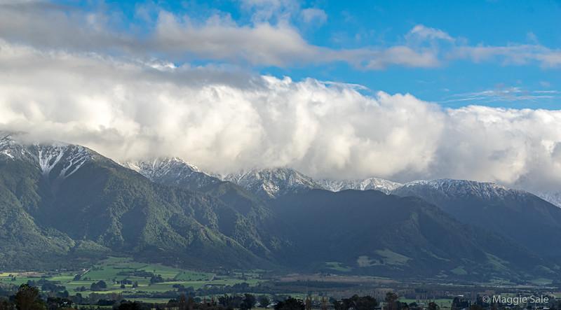 The Kaikoura mountain range reappears with snow!