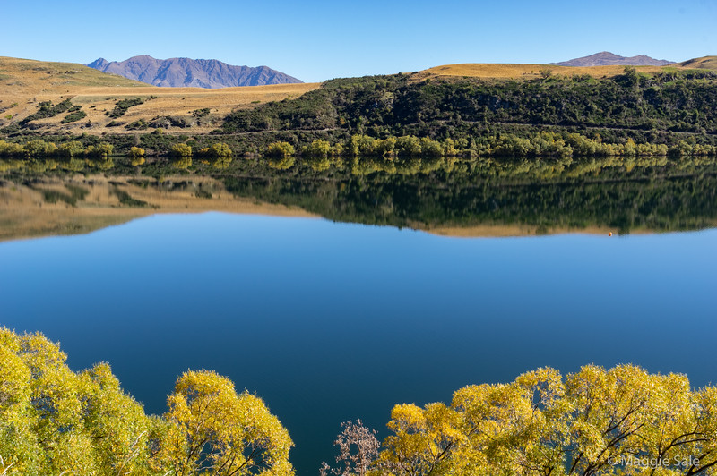 Lake Hayes near Arrowtown which is at its best in the autumn.
