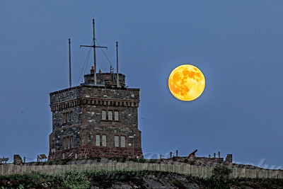 Signal Hill and the Super Moon