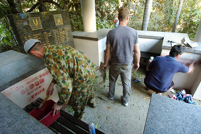 "12 JUN 2006 TOWNSVILLE, QLD - Overnight graffiti spelling out ""Blackhawk Down, Blood on the Crown"" is scrubbed and painted over prior to the 10 yr memorial service for the Blackhawk crash.  18 soldiers from the SAS and 5 Aviation Regiment died on 12 June 1996 when 2 Blackhawk helicopters collided during night exercises at High Range training facility west of Townsville - PHOTO: CAMERON LAIRD (Ph: 0418 238811)"