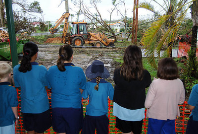 27 MAR 2006 INNISFAIL, QLD - Re-opening of Innisfail State School.  Students watch army crews clean up around the school grounds - PHOTO: CAMERON LAIRD (Ph: 0418238811)