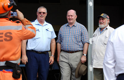 26 MAR 2006 ATHERTON, QLD - General Peter Cosgrove visits relief workers on the Tablelands, west of Innisfail - PHOTO: CAMERON LAIRD (Ph: 0418238811)