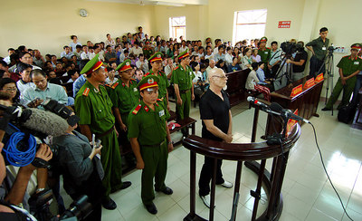 03 MAR 2006 VUNG TAU, VIETNAM - Gary Glitter at court on the final day of his trial in Vung Tau, Vietnam - PHOTO: CAMERON LAIRD (Ph: +61 418238811)