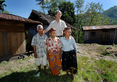 """04 MAY 2005 AKEL VILLAGE, FLORES, INDONESIA - Daily Mail journalist Richard Shears with (from left) Johannes Jerahi, 65, his 100 year old father Johannes Dak, and Petrus Bambul, 80.  These villagers believe they are descendants of """"The Hobbit"""", a skeleton of a tiny woman who lived in a cave in the area 18,000 years ago - PHOTO: CAMERON LAIRD"""
