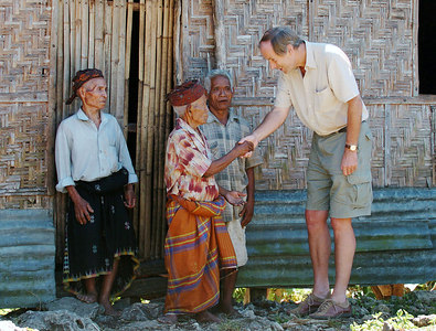 "04 MAY 2005 AKEL VILLAGE, FLORES, INDONESIA - Daily Mail journalist Richard Shears (6' 1"") meets 100 year old villager Johannes Dak who along with Petrus Bambul, 80, and Johannes Jerahi, 65, believe they are descendants of ""The Hobbit"", a skeleton of a tiny woman who lived in a cave in the area 18,000 years ago - PHOTO: CAMERON LAIRD"
