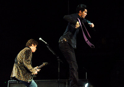 27 AUG 2006 TOWNSVILLE, QLD - INXS frontman JD Fortune performs during a concert at Townsville Entertainment & Convention Centre - PHOTO: CAMERON LAIRD