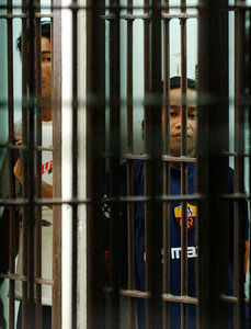 SURATTHANI, THAILAND / 11 JAN 2006 - Murder of British backpacker Katherine Horton in Koh Samui, Thailand.  Wichai SomKhaoyai (left) and Bualoi Posit wait in Suratthani police holding cells for a court appearance to be formally charged with Katherine's murder - PHOTO: CAMERON LAIRD