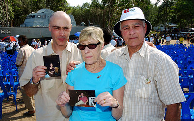 PHANG-NGA, THAILAND / 26 DEC 2005 - Maureen and Roger Morin and son Tony hold photos of their daughter Loretta and her boyfriend Mike Long who died in the tsunami - Tsunami Victims Memorial Service, Bang Niang Beach, Phang-nga, Thailand - PHOTO: CAMERON LAIRD (PH +61 418238811)
