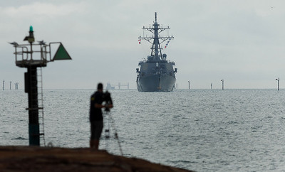 TOWNSVILLE, QLD 05 JUN 2007 - Guided missile destroyer USS Paul Hamilton enters Townsville port ahead of Operation Talisman Sabre 2007 being held in Shoalwater Bay, north of Rockhampton - PHOTO: CAMERON LAIRD (PH: 0418238811)