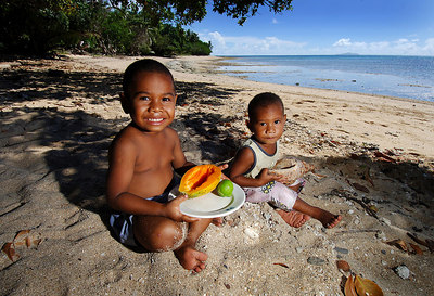 15 APR 2006 VOROVORO ISLAND, FIJI - 4yr old Osea Rasavu Vuiravua and his baby brother Poasa Tuitaqa rehearse a welcome for the eco-tribe - PHOTO: CAMERON LAIRD (Ph: +61 418238811)