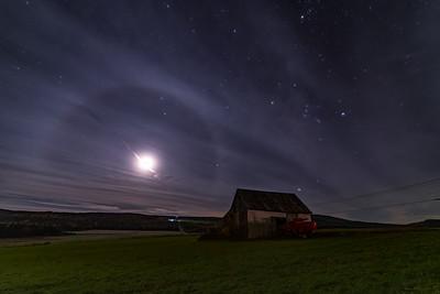 Moon halo vs Orion