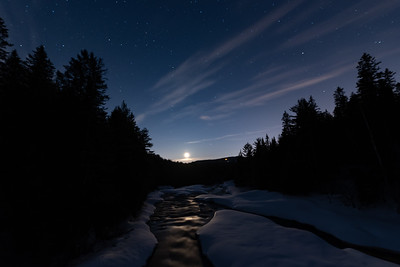 Moon rise from parc des chutes
