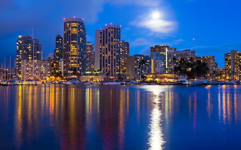Supermoon Waikiki