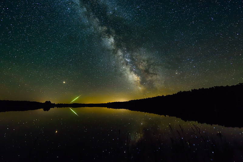 Milky Way and meteor over Clark Lake 01