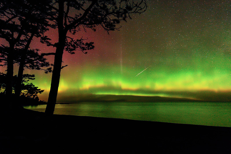 Aurora and Lyrid Meteor near Copper Harbor 01