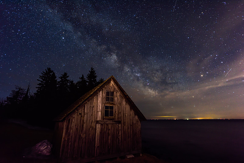 Milky Way over Stoney Point fish shack 01