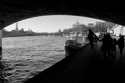 Sous le pont de la Concorde