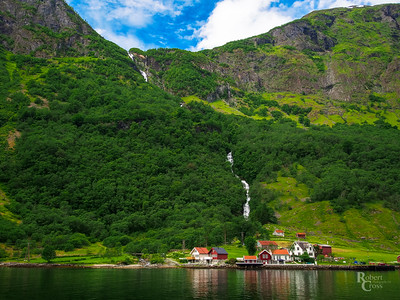 Nærøyfjord Waterfall Village