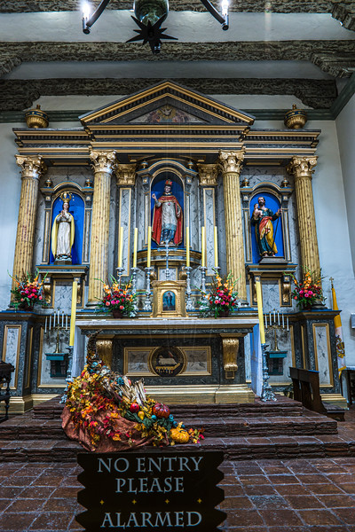 Mission San Buenoventura Alter.