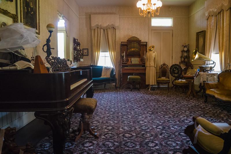 Stagecoach Inn interior.