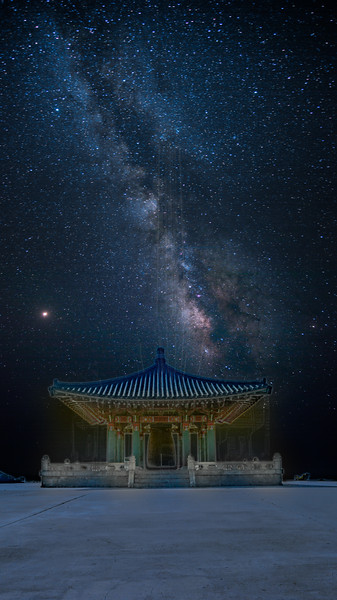 Milky Way above Korean bell.