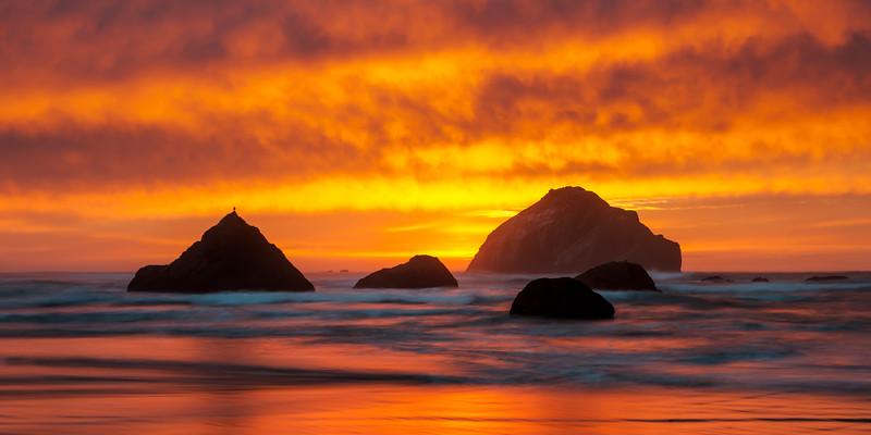 Sunset lighting up the sky along the coast - Oregon