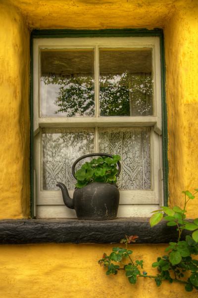 """Teapot""<br /> 1st Place - Digital Projection<br /> Steve Grunfeld"