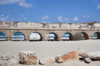 Roman aqueduct in Israel 01-8471